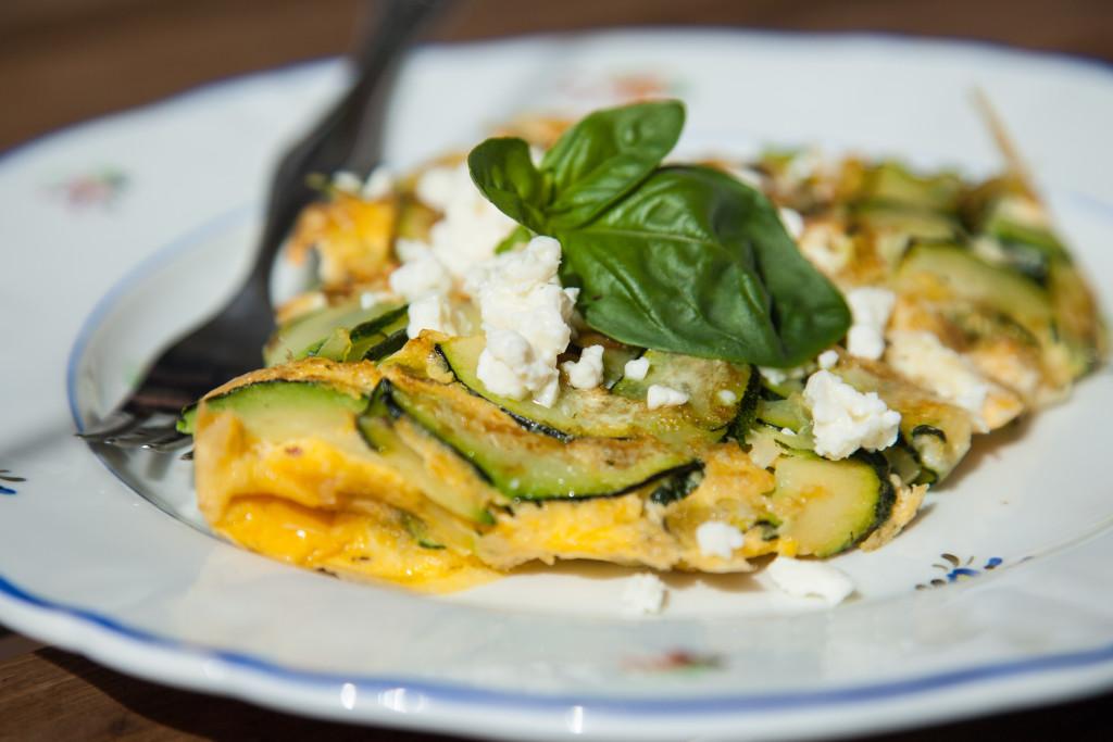 Cuketová omeleta se sýrem feta